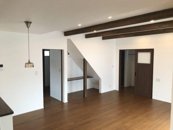 床材ミディアムブラウン 施工例|大分の注文住宅工務店サラダホームスタッフブログ