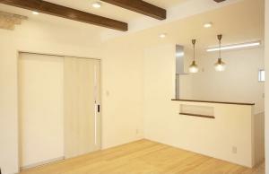 真っ白なしっくいの壁に、床からは木のあたたかみが感じられるリビング お家の中の癒やしの空間part2 大分の注文住宅工務店サラダホームスタッフブログ