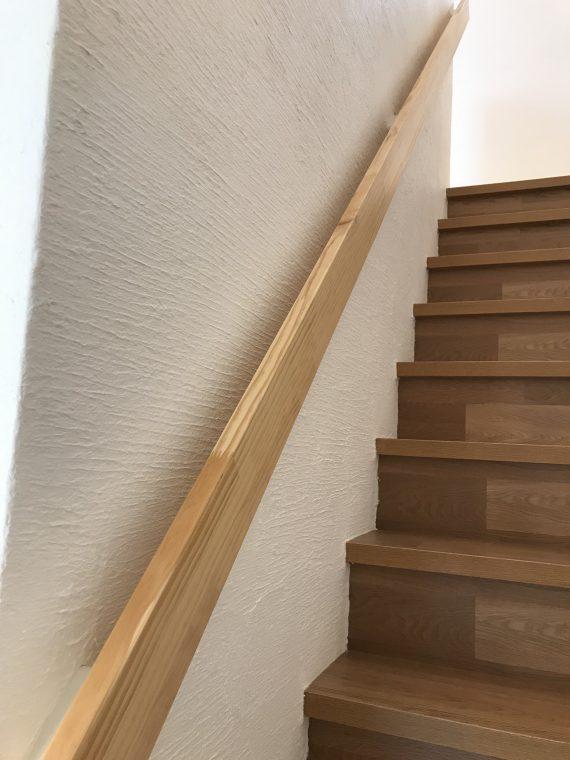 サラダホームで建てられたお客様のこだわりのお家から「階段手摺」のご紹介!