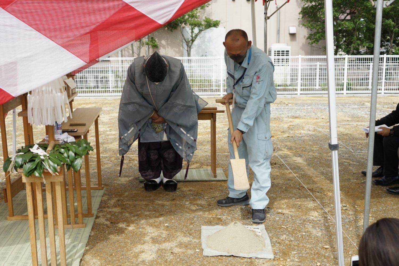 地鎮祭で鎌や鍬、鋤を使う儀式 サラダホーム工務部谷原