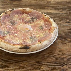 森の中にあるピザ屋さん