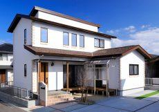 開放感あふれる吹き抜けのあるしっくいの家