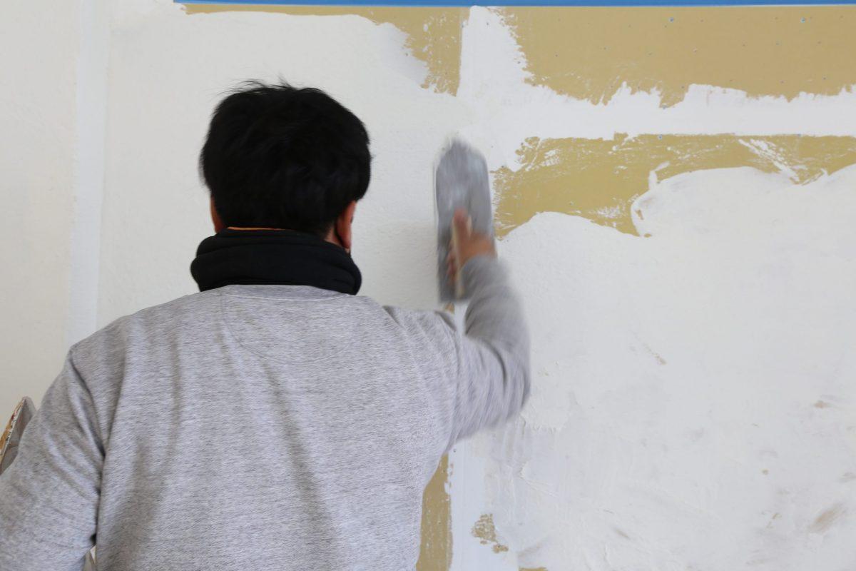 漆喰(しっくい)塗り作業 左官