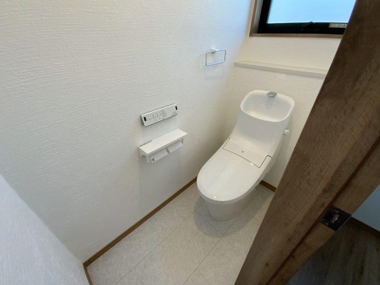 大分市中戸次デザイン分譲住宅 中戸次の家-Ⅲ 2階トイレ