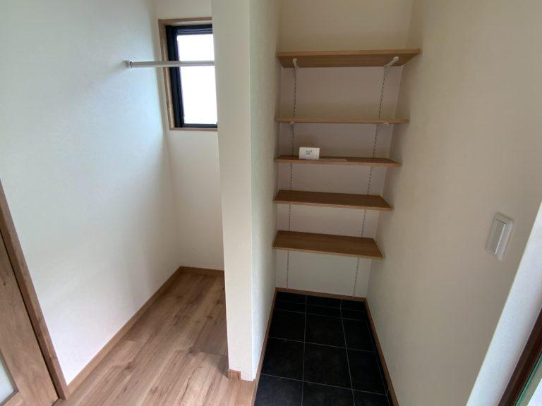 大分市永興デザイン分譲住宅 永興の家-A棟 玄関・クローク