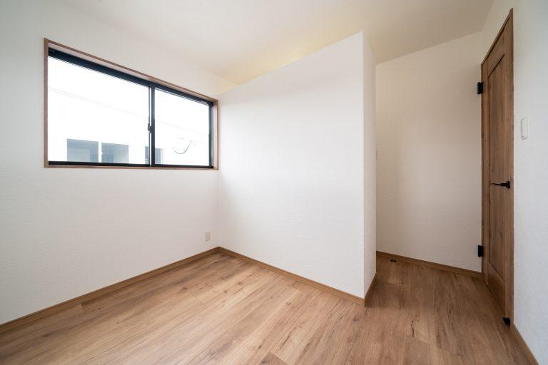 大分市中戸次デザイン分譲住宅 中戸次の家-Ⅰ棟 子ども室