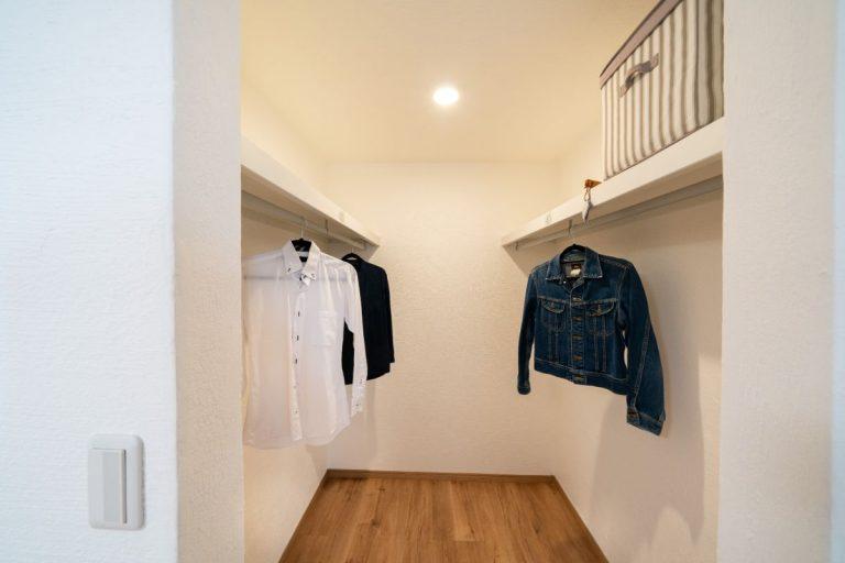 大分市中戸次デザイン分譲住宅 中戸次の家-Ⅱ棟 主寝室ウォークインクローゼット
